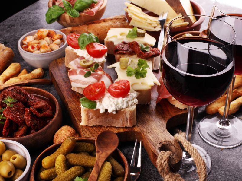 Antipasti und Wein