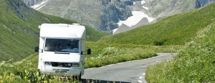 Autofahren in den Bergen: Was es zu beachten gibt