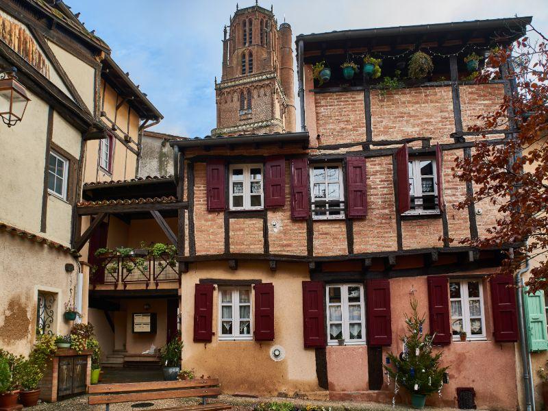 Eines der vielen historischen Häuser in Albi.