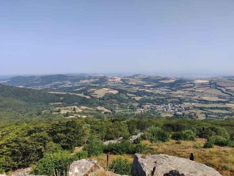 Aussicht auf das Tal bei Lacaune vom Pic du Montalet.