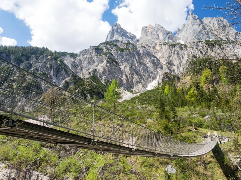 Hängebrücke im Klausbachtal in Bayern